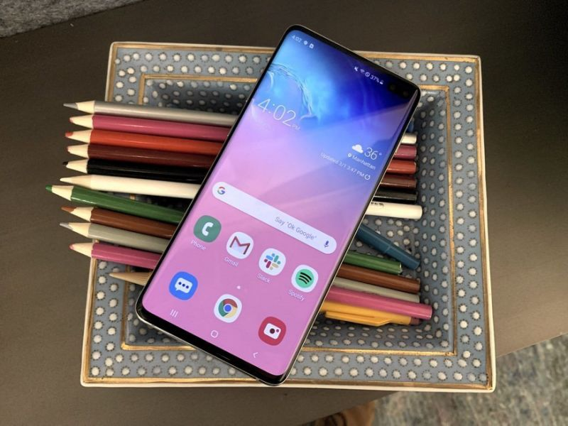 The Galaxy S10 Plus packs Samsung's new Infinity-O display. (image: Daniel Howley)