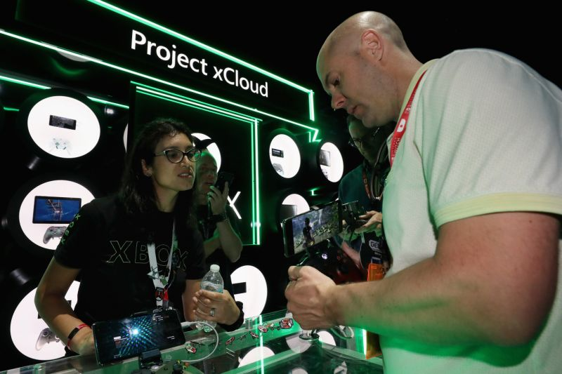 LOS ANGELES, CALIFORNIA - JUNE 11: XBox personal demonstrate 'Project xCloud' to game enthusiasts during the E3 Video Game Convention at the Microsoft Theater on June 11, 2019 in Los Angeles, California. (Photo by Christian Petersen/Getty Images)