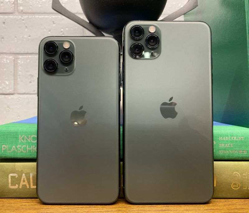 Apple's iPhone 11 Pro and iPhone 11 Pro Max feature 5.8-inch and 6.5-inch screens, respectively. (Image: Dan Howley)