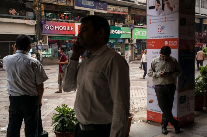 Telecom Retail As Reliance Communications Cut by Moody's on 'Fragile Liquidity'